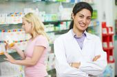 Pharmacy chemist portrait in drugstore — Foto de Stock