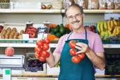 Seller man in fruit market shop — Stock Photo