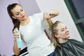 Hairdresser at work. Styling hair — Foto de Stock