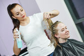 Hairdresser at work. Styling hair — Foto Stock