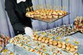 Waiter serving catering table — Stock Photo