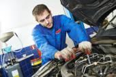 Working repairman auto mechanic — Stock Photo