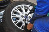 Car wheel tyre air pressure check — Stock Photo