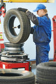 Car wheel lubrication during replacement — Stock Photo