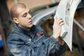 Auto mechanic polishing car — Stock Photo