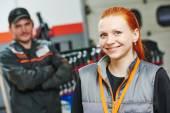Female automobile auto mechanic — Stock Photo