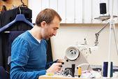 Männliche Schneider bei der Arbeit — Stockfoto