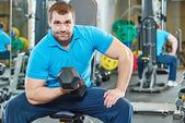 Bodybuilder man doing biceps muscle exercises — Stock Photo