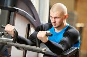 Bodybuiler man at gym have a workout — Stockfoto