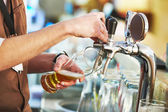 Barman pouring beer — Foto de Stock