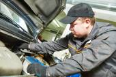 Auto mechanic tests car antifreeze liquid — Stock Photo