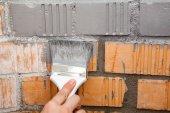 Tuğla duvar boya fırçası — Stok fotoğraf