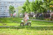 Child riding bike — Stock Photo