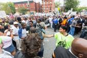 NEW YORK, USA - AUGUST 23, 2014: Thousands march in Staten Island to protest Eric Garner death by NYPD cops. — Stok fotoğraf