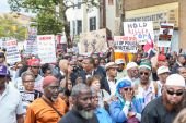NEW YORK, USA - AUGUST 23, 2014: Thousands march in Staten Island to protest Eric Garner death by NYPD cops. — Stock Photo