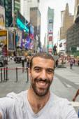 Young Man Taking Selfie in Times Square — Foto Stock