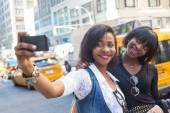 Two Beautiful Black Woman taking Selfie in New York — Stock Photo