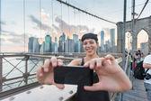 Pretty Young Woman Taking Selfie on Brooklyn Bridge — Stock Photo