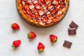 New York Cheesecake with Chocolate and Strawberries — Stock Photo