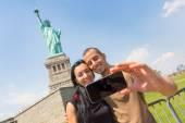 Couple Taking Selfie with Statue of Liberty — Stock Photo