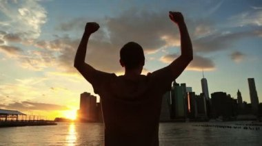 Man in New York at Sunset — Stock Video