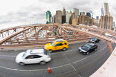 Traffico sul ponte di brooklyn — Foto Stock