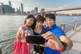 Touristen nehmen selfie in new york — Stockfoto