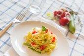 Spaghetti with Zucchini, Leeks and Fresh Tomato — Stock Photo