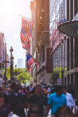 Crowded Sidewalk in New York and United States Flags — Stock Photo