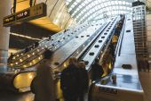 LONDON, UNITED KINGDOM - OCTOBER 30, 2013: Crowded Escalator in  — Stock Photo