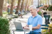Senior Man with Computer at Park — Stock fotografie