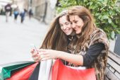 Women with Smart Phone and Shopping Bags — Foto Stock