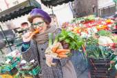 Young Woman Buying Vegetables at Local Market — Stock Photo