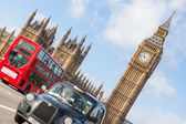 Famous Black Cab on Westminster Bridge — Stock Photo