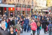 London, Storbritannien - 30 oktober 2013: Leicester Square crow — Stockfoto
