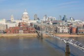 St Paul Cathedral and Millennium Bridge in London — Stock Photo