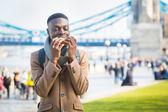 Young man having lunch break in London — Stock Photo