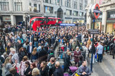 Crowd at tube station in London — Stock Photo