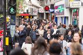 Crowded sidewalk on Oxford Street in London — Stock Photo