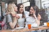 Women enjoying a coffee in Copenhagen — Stock Photo