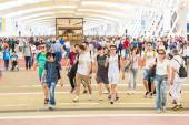 People visiting Expo 2015 in Milan, Italy — Stock Photo