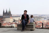 Mother with son on St. Vitus Cathedral background — Foto Stock