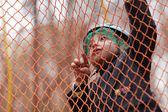 Kid climbing into a net — Stockfoto