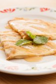 Pfannkuchen mit honig — Stockfoto