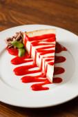 Tarta de queso en placa — Foto de Stock