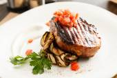 Steak with grilled aubergines — Stock Photo
