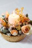 Decoraciones de flores y velas — Foto de Stock