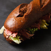Bun with grilled roast beef — Stock Photo
