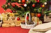 Albero di Natale con decorazioni — Foto Stock