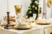 Table whith glasses and decorations — 图库照片